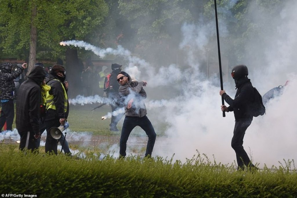 """Xhaketat e Verdha"", vazhdojnë protestat"