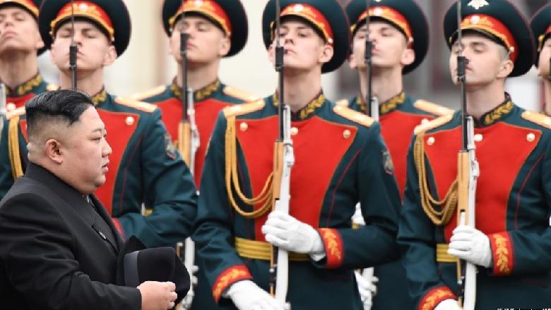 """""""Prej kohësh doja ta vizitoja"""", Kim Jong Un mbërrin në Rusi, nesër takon Putin"""
