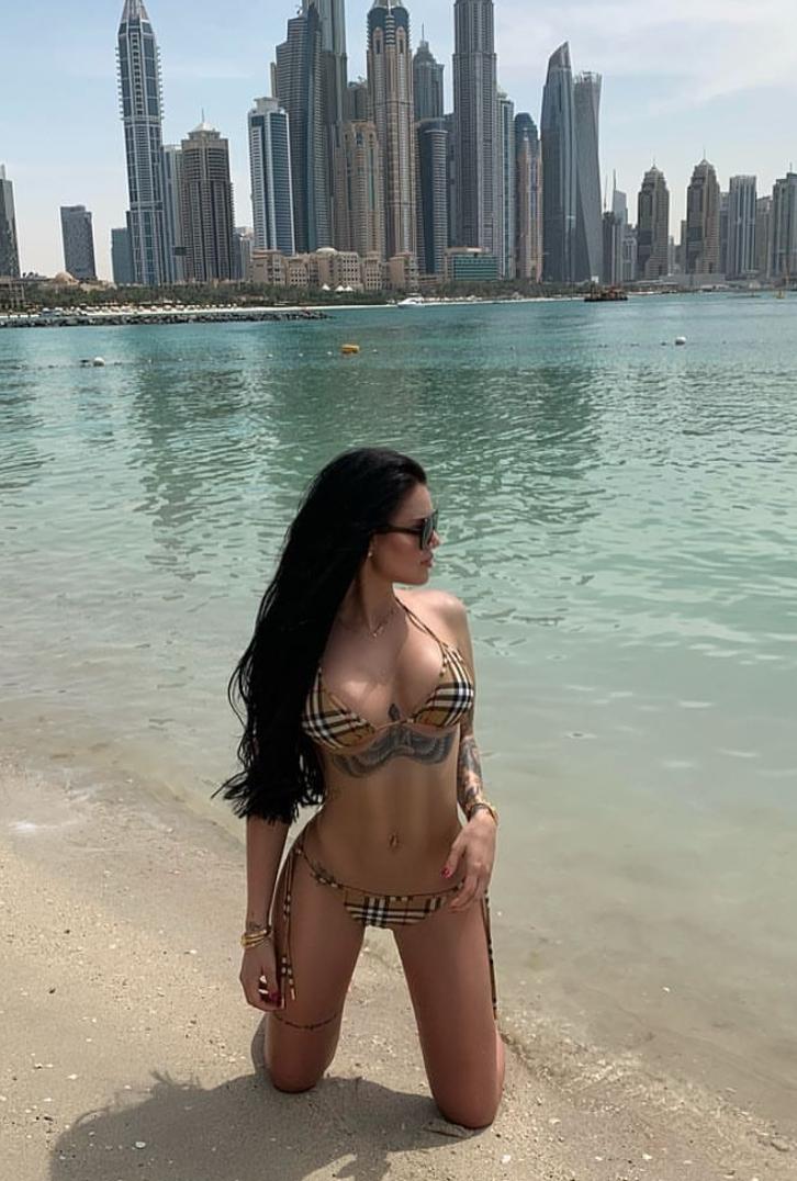Morena çmend plazhistët