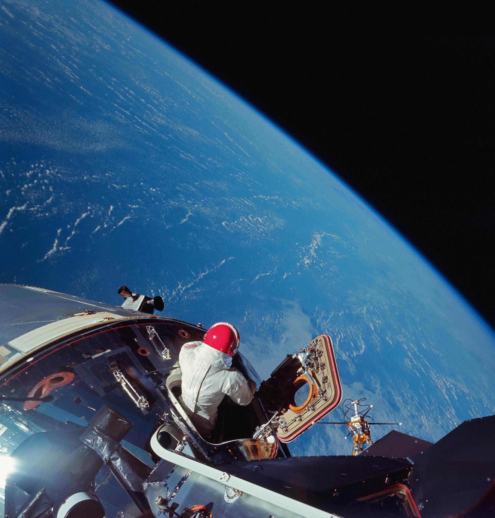 """""""Jashtë orbite"""", astronautët e NASA-s publikojnë foton e """"magjishme"""" nga hapësira"""
