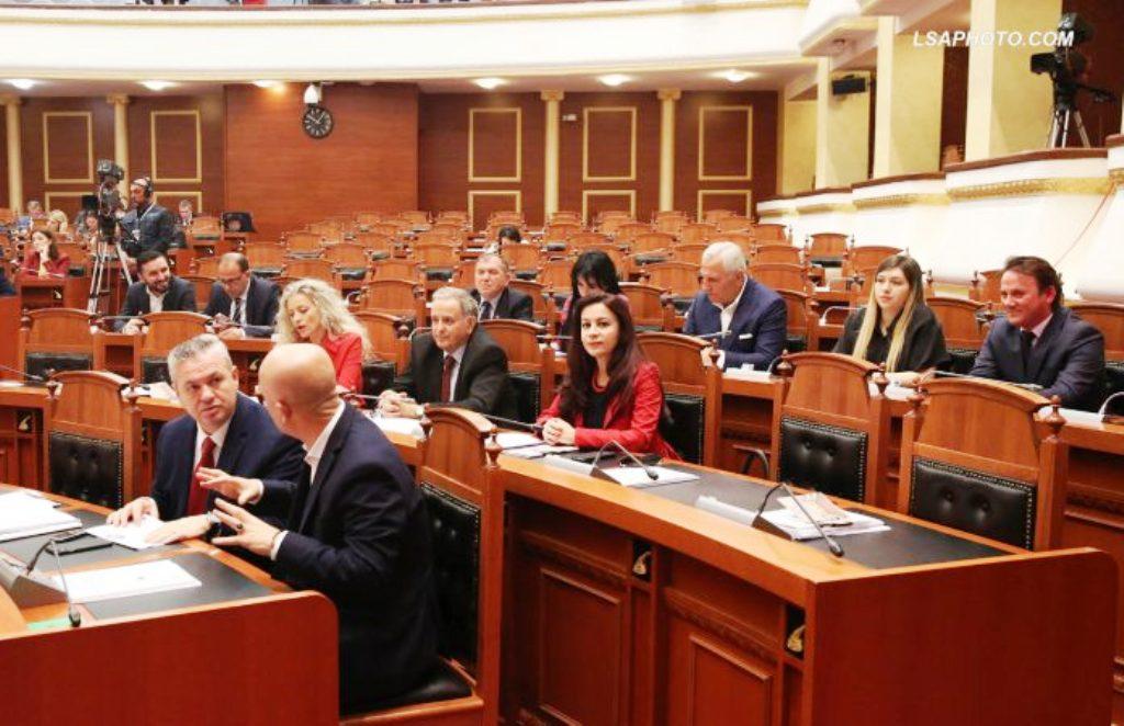 Grabitja në Rinas, 11 deputetët e rinj të opozitës kojnë Sandër Lleshajn me urgjencë në interpelancë