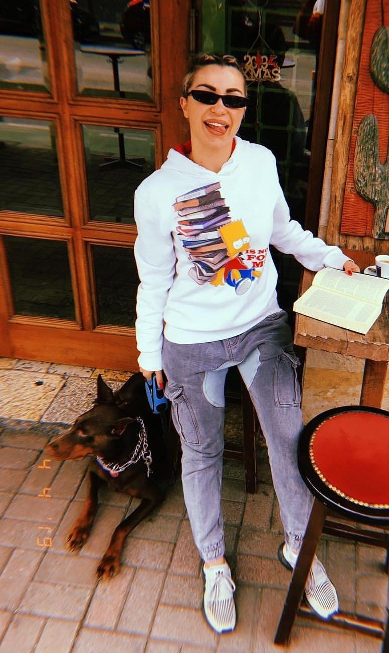 Roza nuk i ndahet librave