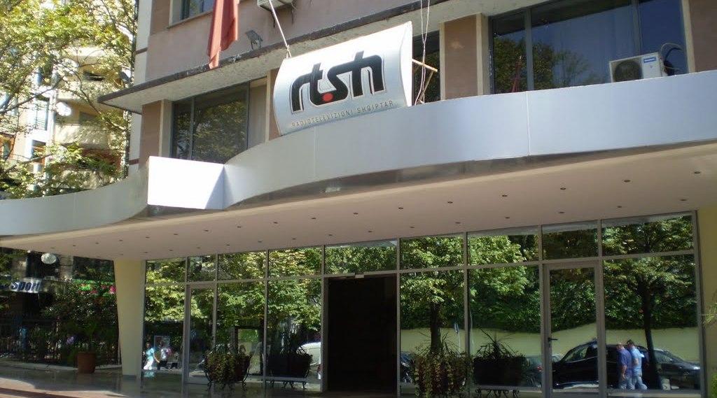 RAPORTI/ Qytetarët paguan vjet 9.7 milionë euro taksa vetëm për RTSH-në