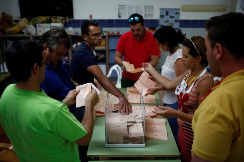 Sot, spanjollët i drejtohen qendrave të votimit