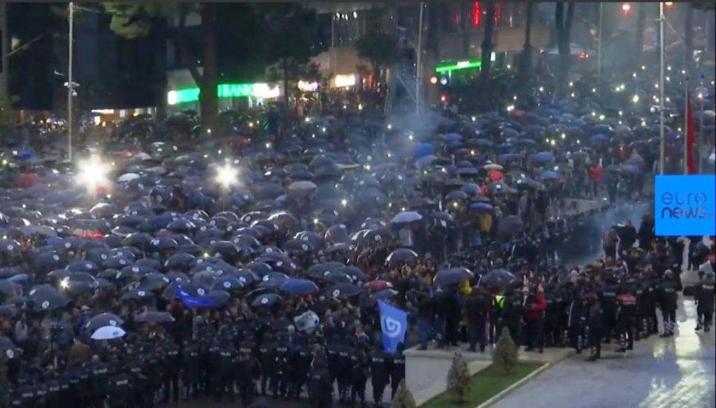 Protesta, policia ka shoqëruar mbi 40 persona