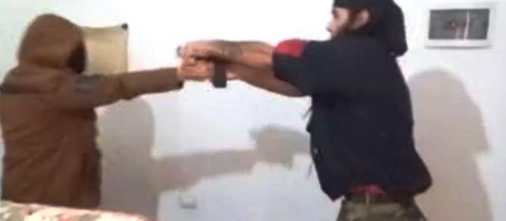 Arrestimi i ish-specialit, Policia: Ka shpërndarë video e pamje filmike që nxisin dhe propagandojnë terrorizmin