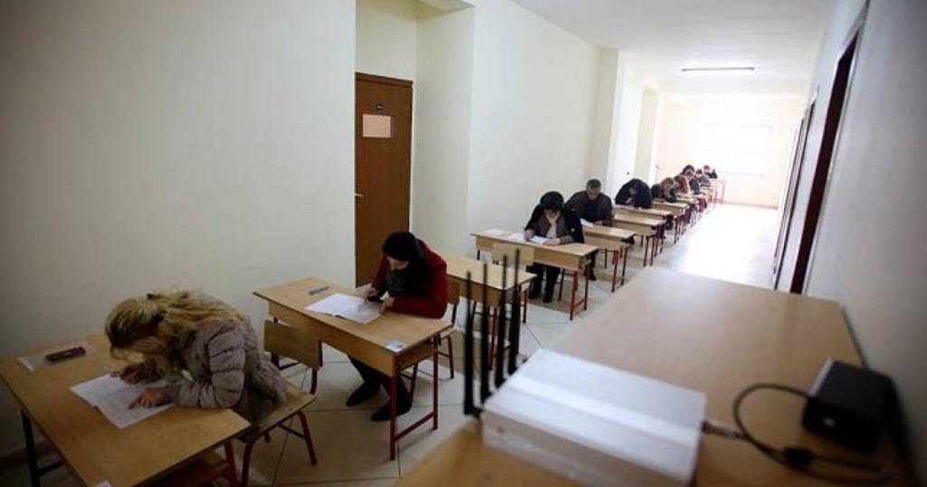Mësuesit e sapodiplomuar, 50% mbetës në provimin e shtetit