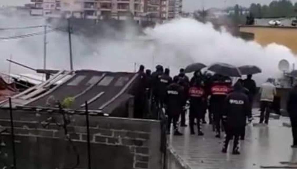 Përplasje tek Bregu i Lumit, gaz lotsjellës dhe të plagosur
