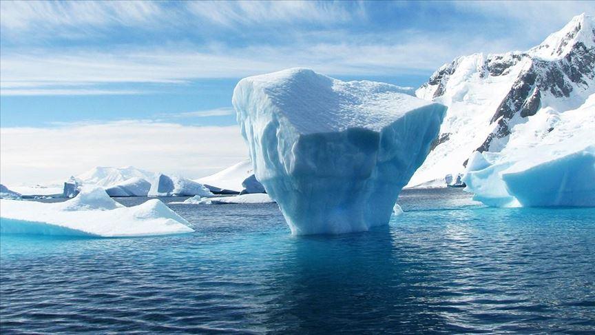 Shtresa e akullit në Antarktidë është holluar me 122 metra