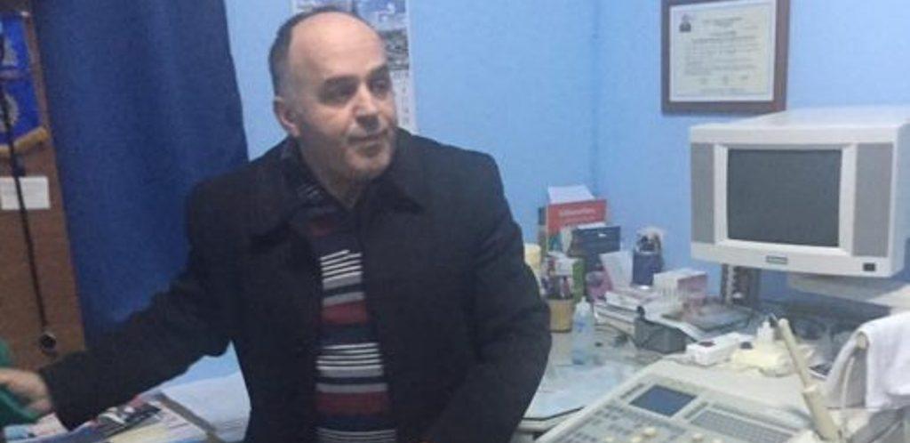 Momente tmerri për mjekun e Librazhdit, grabitësit e armatosur e dhunojnë në shtëpi, i marrin lekët dhe bizhuteritë