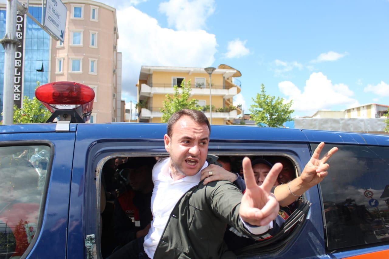 FOTO/ Ish-deputeti i PD lihet në burg, komisariati 6 i komunikon masën e sigurisë Balliut