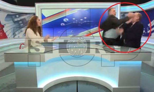 VIDEO/ Plas sherri me grushta mes të ftuarve në emisionin shqiptar, ja pamjet