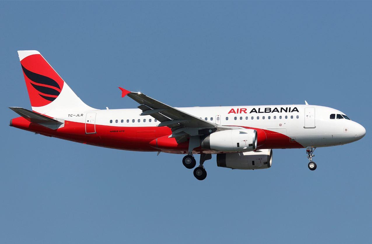 """Denoncimi/ Pasagjerët, frikë nga zhurma e pazakontë në avionin """"Air Albania"""" gjatë uljes në Rinas"""