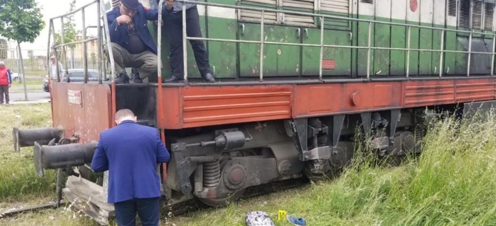 TRAGJIKE/ Nuk dëgjonte prej kufjeve që mbante në vesh, treni përplas për vdekje 16-vjeçarin në Durrës