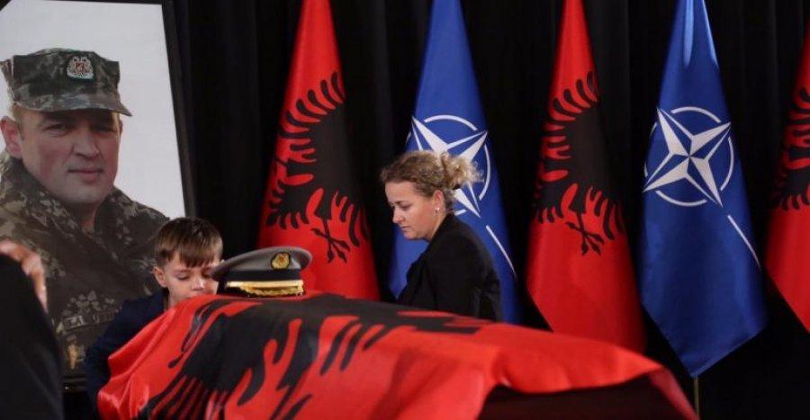 SHQIPËRIA NË ZI/ Përcillet Dëshmori i Atdheut, major Klodian Tanushi