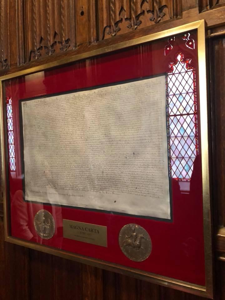 FOTO/ Mesazhi i Bashës nga Anglia dhe dokumenti 800-vjeçar