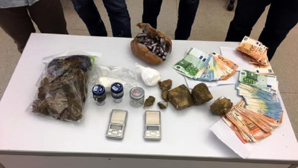 Kapet me lëndë narkotike dhe 5 mijë euro, habit shqiptari me vendin ku e fshinte drogën