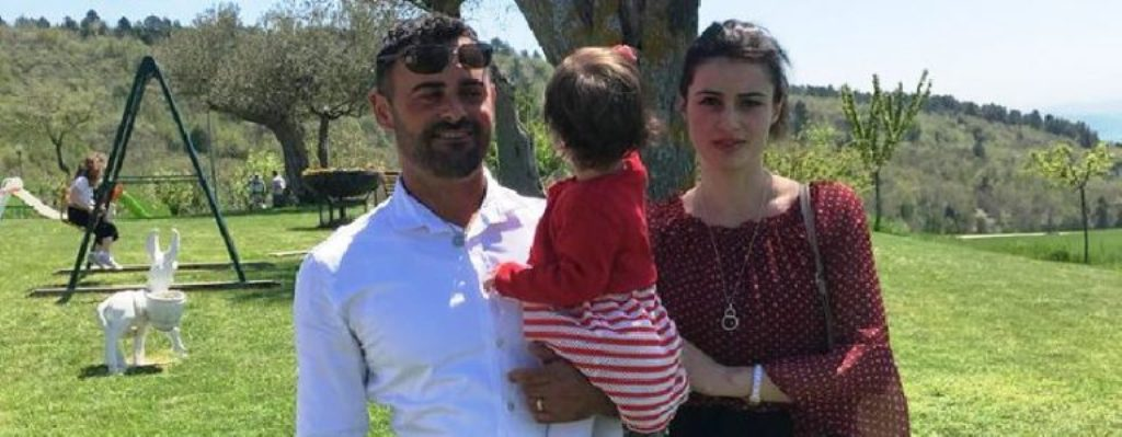 MISTERI/ La pas gruan shtatzënë dhe një fëmijë, nisin hetimet në Itali për vdekjen e 33-vjeçarit që u gjet pa jetë në makinë