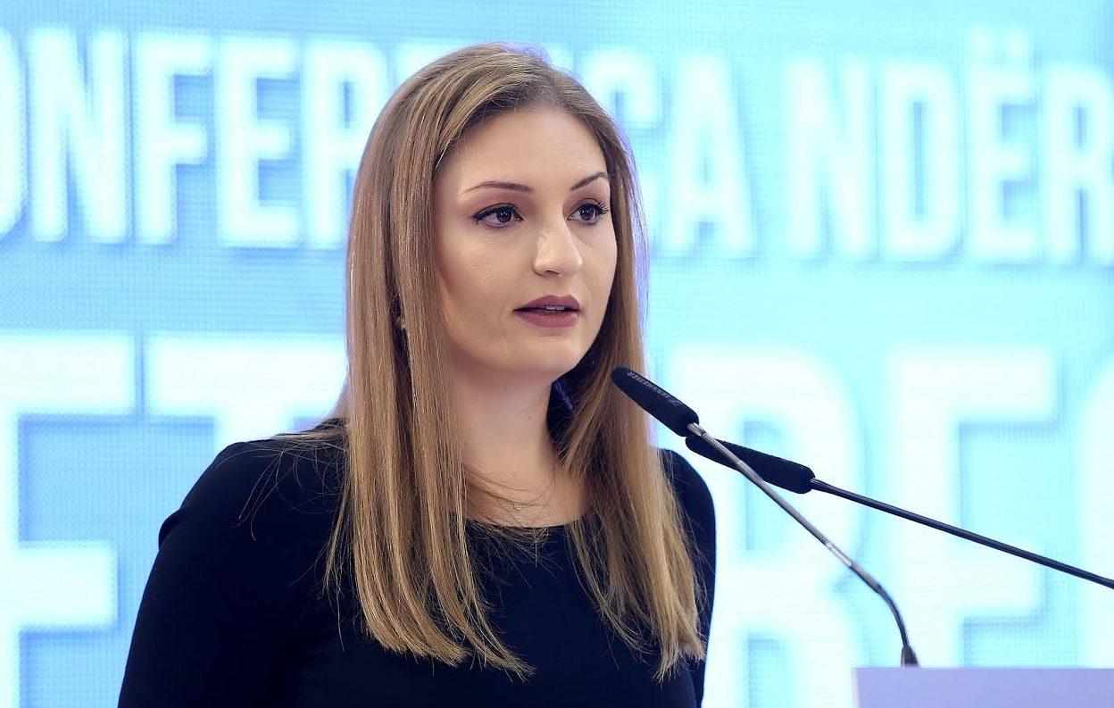 Ish-ministrja e Integrimit, Klajda Gjosha: Teatri dramë, i dramës reale të Kryeministrit!