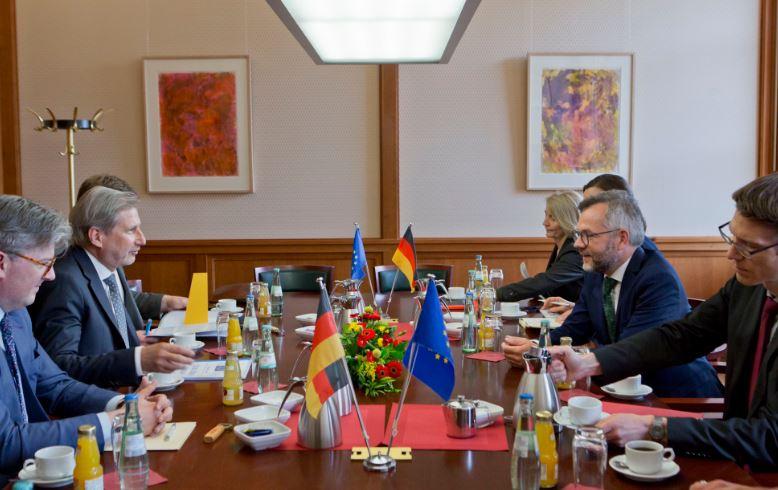 Komisioner Hahn: Vendimi për Shqipërinë, do të merret para verës