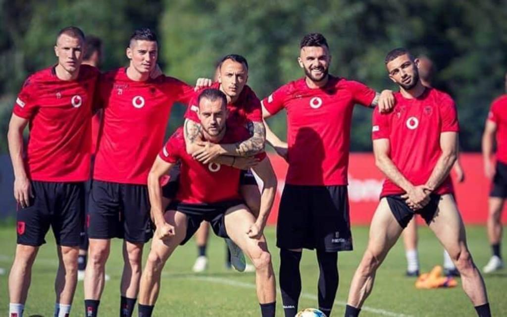 """Kuqezinjtë """"dënojnë"""" veteranët, Cikalleshi mban në krah Kaçen (Foto)"""