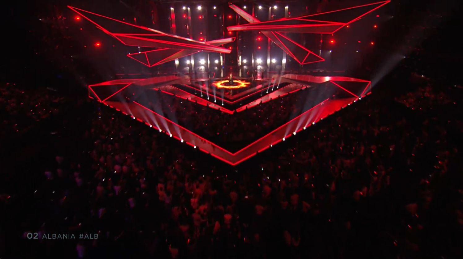 """""""Ktheju tokës"""", Jonida Maliqi performon mrekullisht në natën finale të Eurovision"""