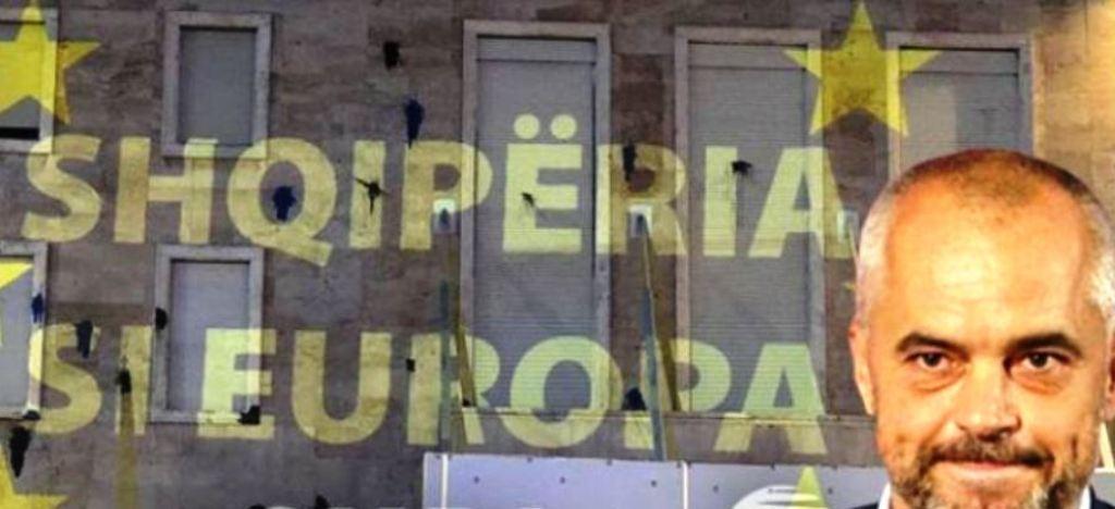 """""""Shqipëria si Europa"""", mesazhi që qytetarët i lanë Edi Ramës në muret e Kryeministrisë"""