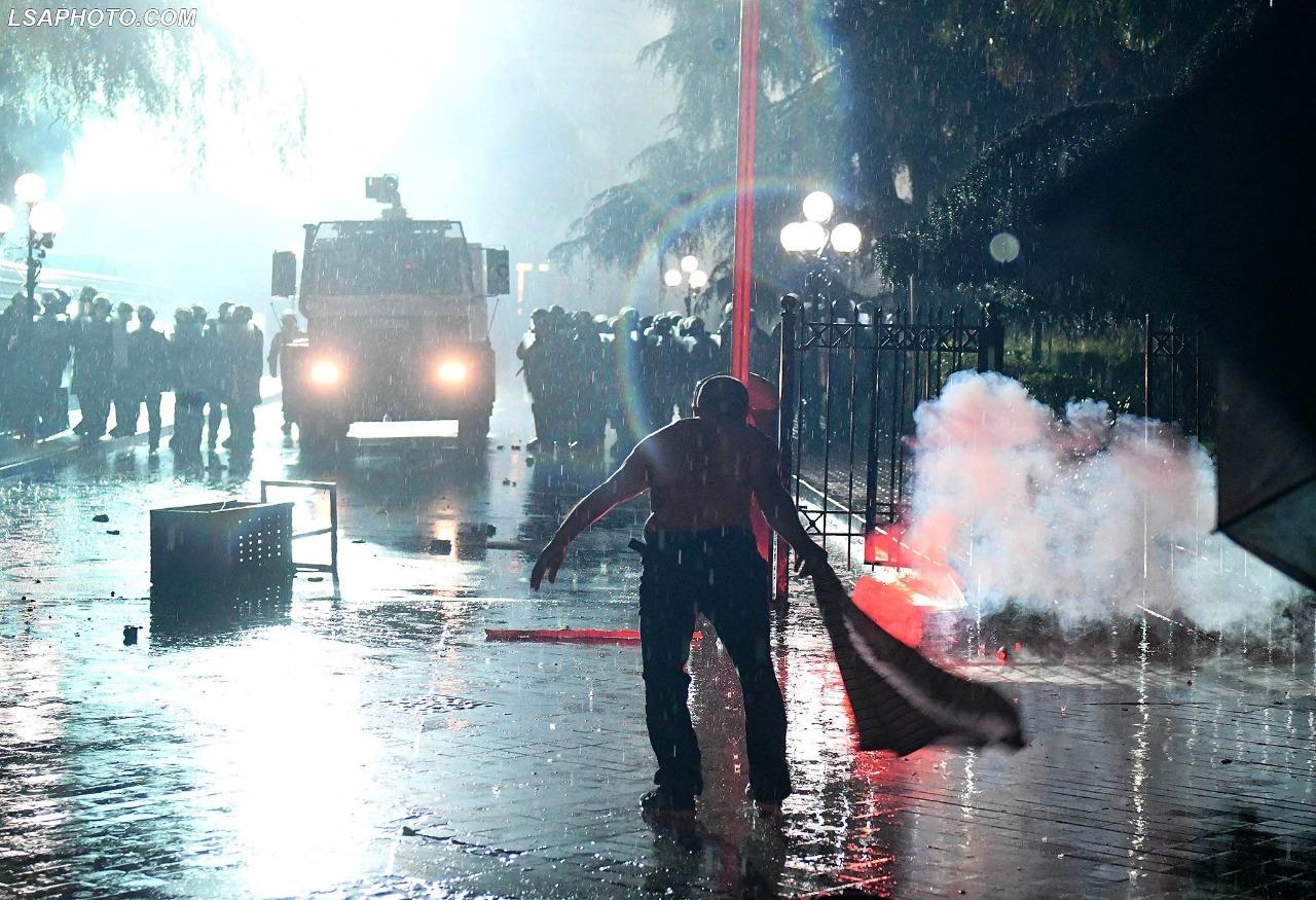 """Gjykata la në burg 20 protestues, reagon LSI: """"Dëshmon dhunën shtetërore të komanduar nga Edi Rama"""""""