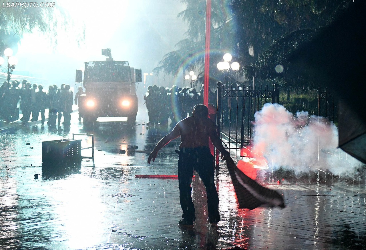 Protesta e opozitës, reagon Ministria e Brendshme: Institucionet u sulmuan, por mungoi përdorimi masiv i molotovit
