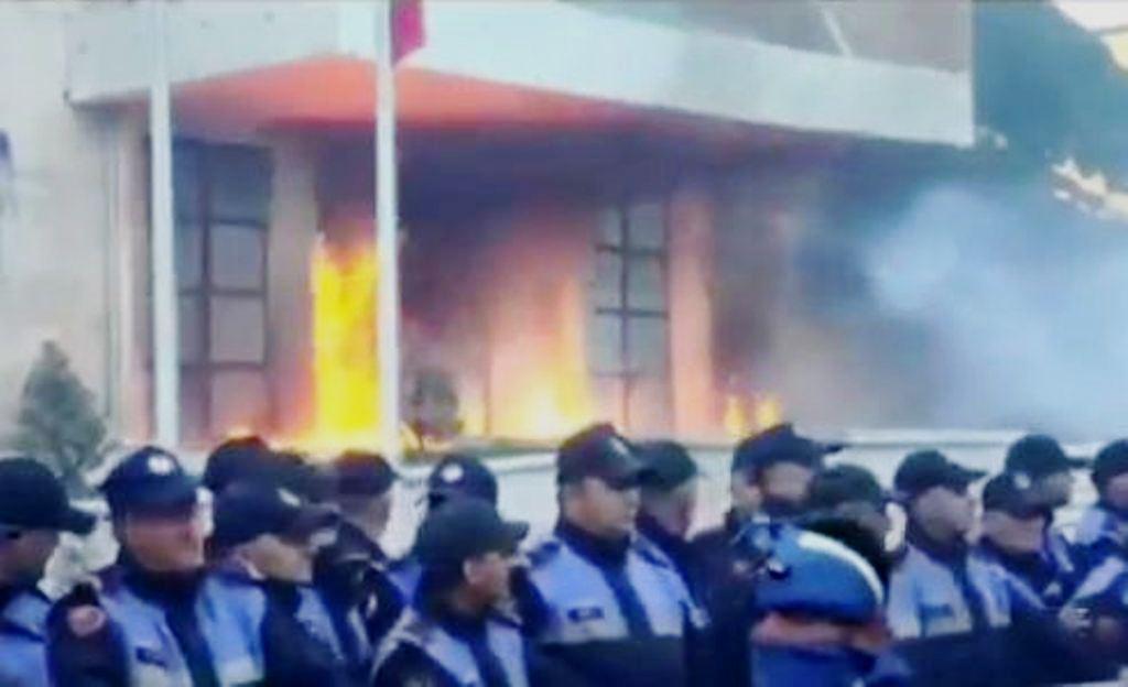 Rama reagon për protestën: Zjarri që qeverisë s'ka ç'i bën, por Shqipërisë i bën veç dëm