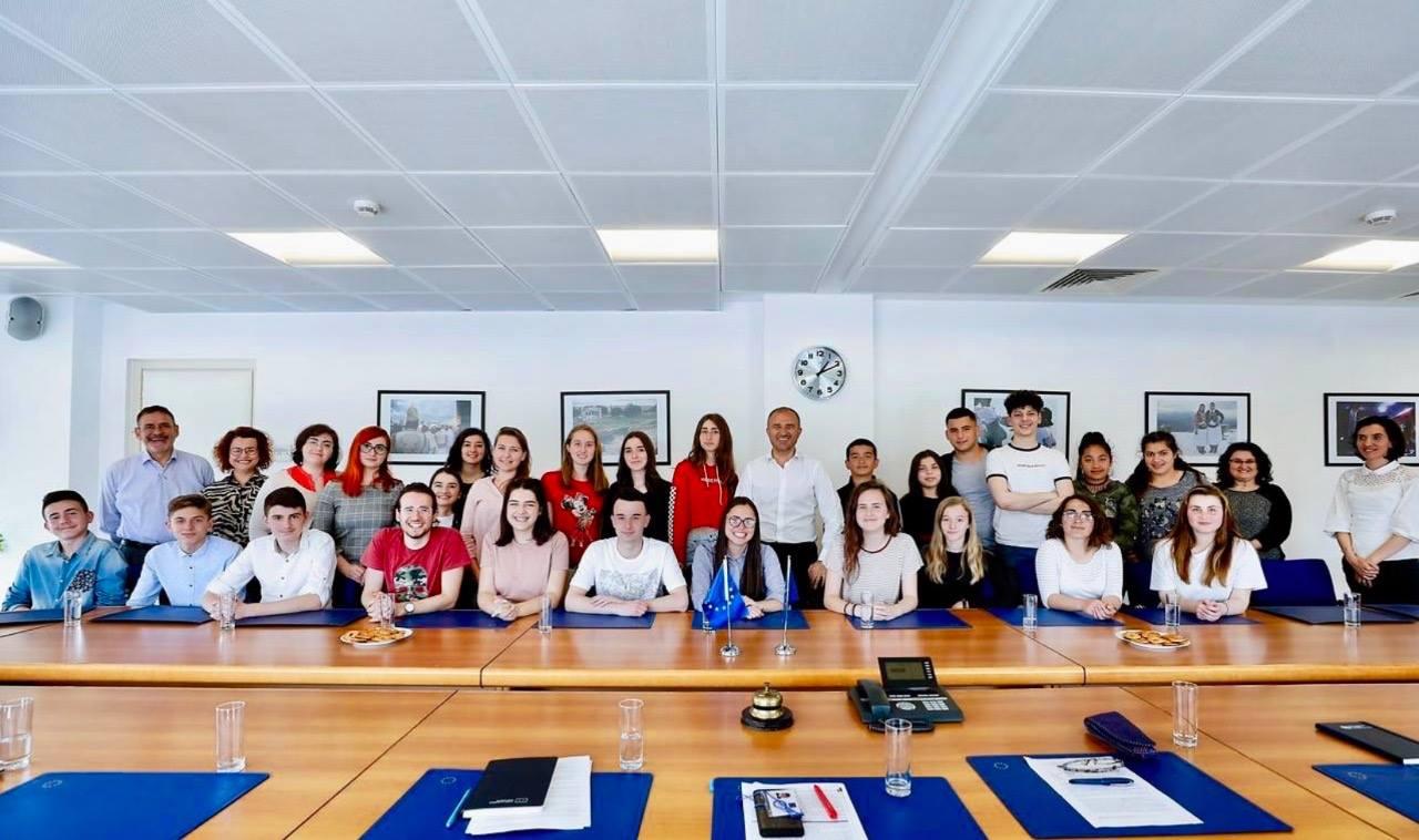 Ambasadori Soreca: E ardhmja e të rinjve shqiptarë është në Bashkimin Evropian