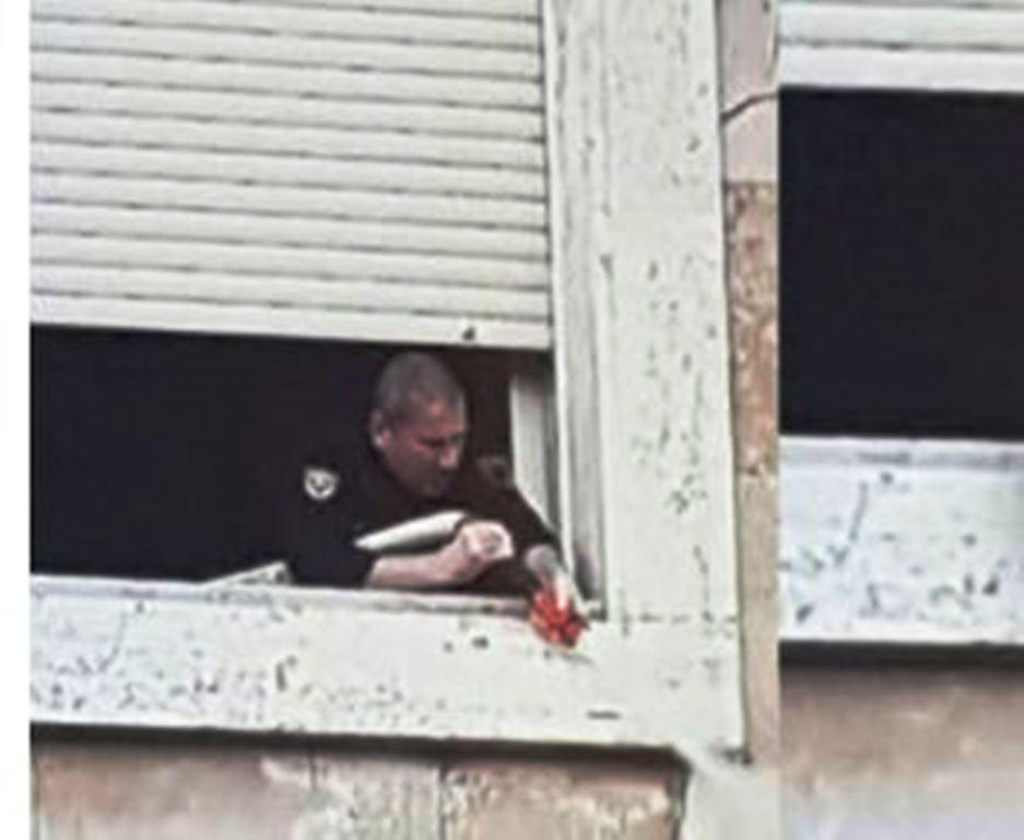 Policia, ujë mbi protestuesit nga dritaret e Kryeministrisë