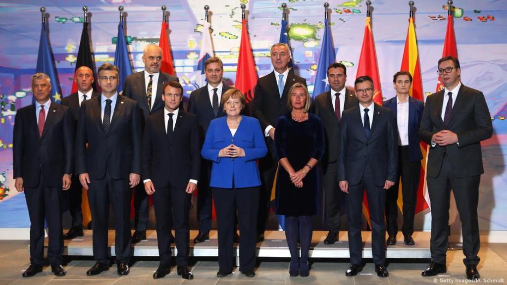 Dilema në Prishtinë e Beograd, për takimin e 1 Korrikut në Paris (nikoqirë Macron e Merkel)
