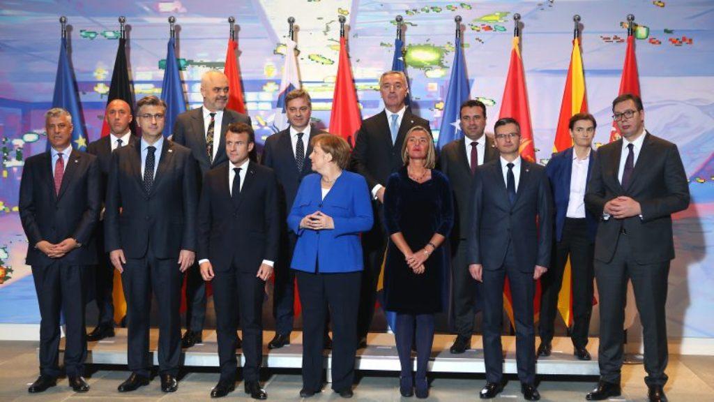 """Analizë e """"Euroaktiv""""/Shqipëria me shpresë nga Brukseli, roli i Metës, Ramës e Bashës në çeljen e negociatave"""