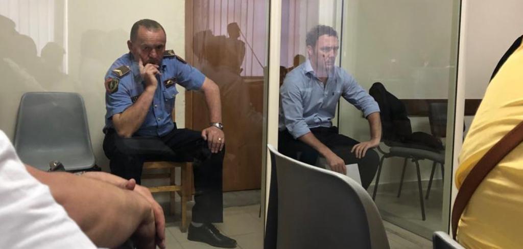 """""""Arrest shtëpie"""" për ish-deputetin, çfarë tha Bardh Spahia në sallë. Reagon opozita: Gjyq politik"""
