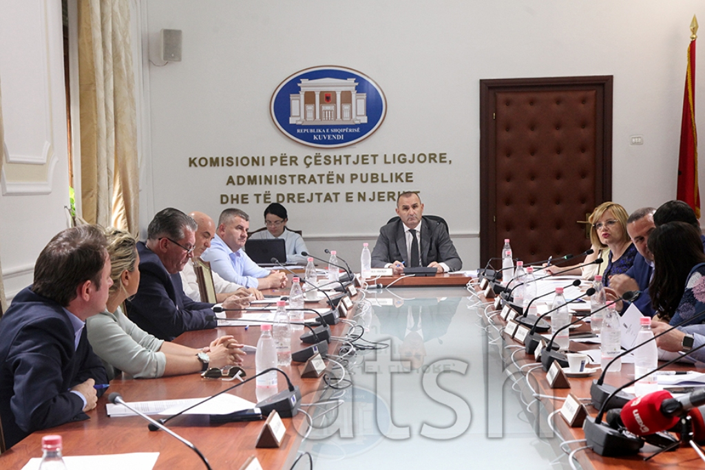 Komisioni i Ligjeve miraton Rregulloren e re të Kuvendit, deputetët mbeten pa imunitet