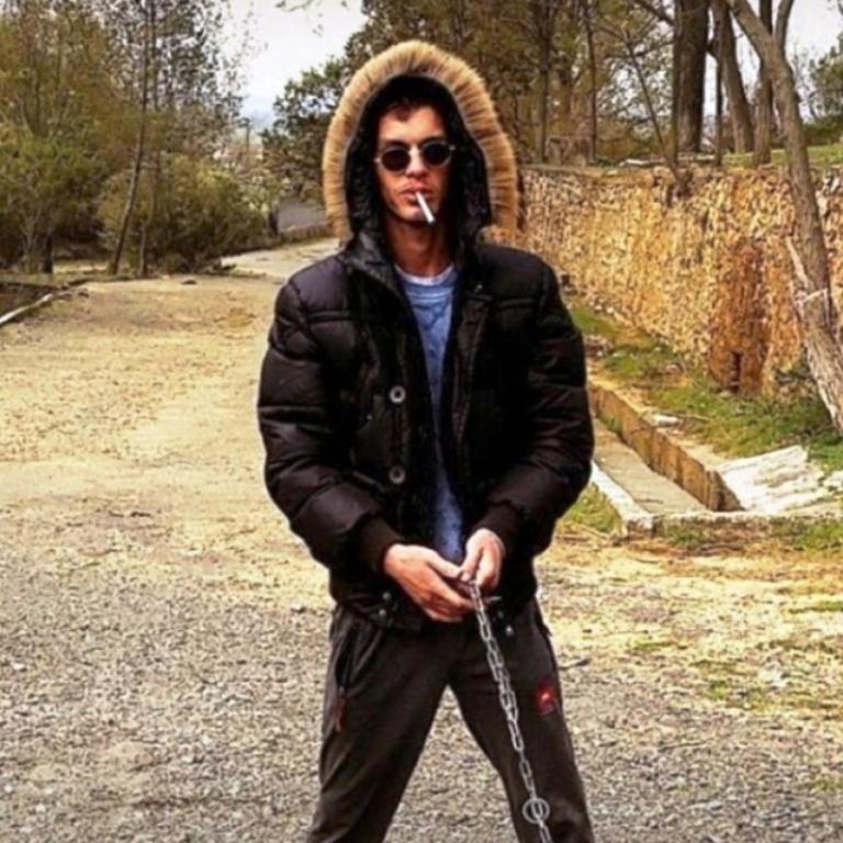 Vrau 24-vjeçarin pas sherrit për parkimin, identifikohet dhe arrestohet autori