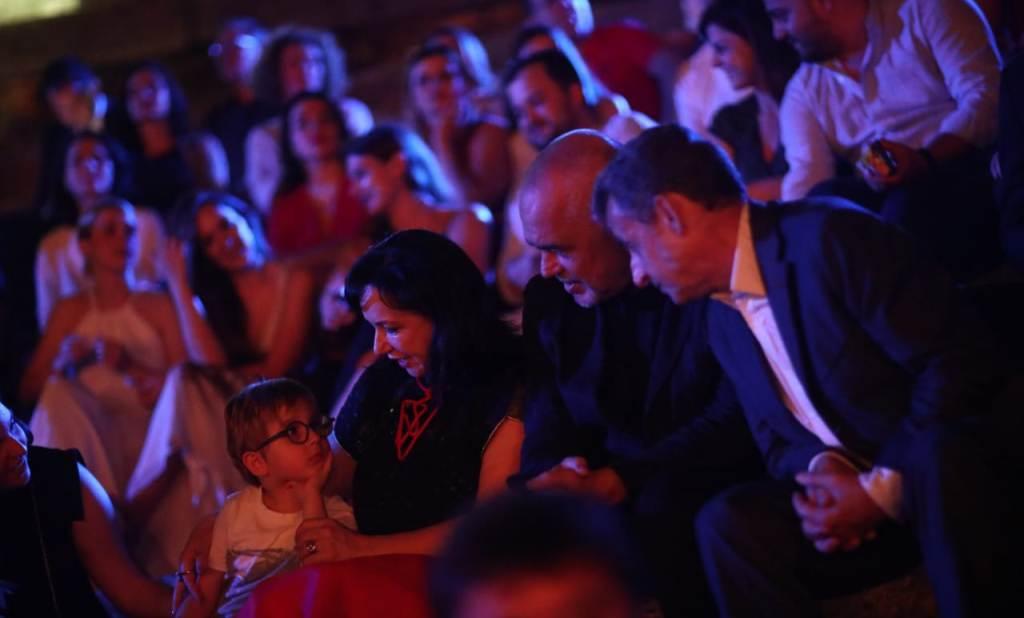 """""""Në vrimë të miut""""/ Opozita para Kryeministrisë, po Rama ku është? (FOTO)"""