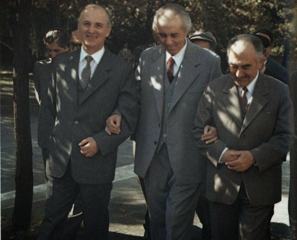 """Kujtimet e mia për ish-Kryeministrin, """"Adil Çarçani, flori ishte dhe flori mbeti"""""""