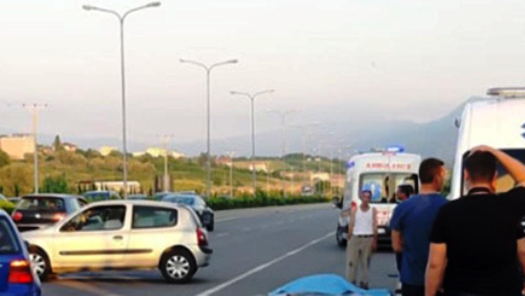 Lagështia në rrugë i merr jetën një të riu dhe plagos dy të tjerë në Durrës-Tiranë