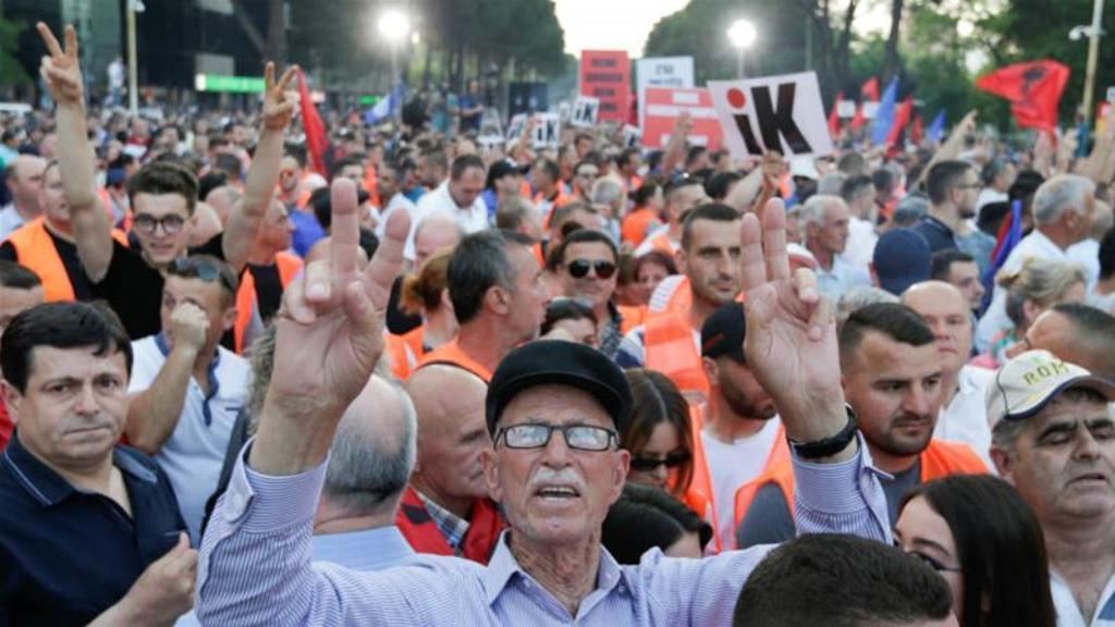 Asnjë kompromis në horizont, nga politikanët bllokues të Shqipërisë!