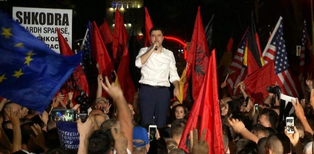 PROTESTA/ Basha zotohet para protestuesve: Dy kushtet e panegociueshme të opozitës, nuk ka pazar politik