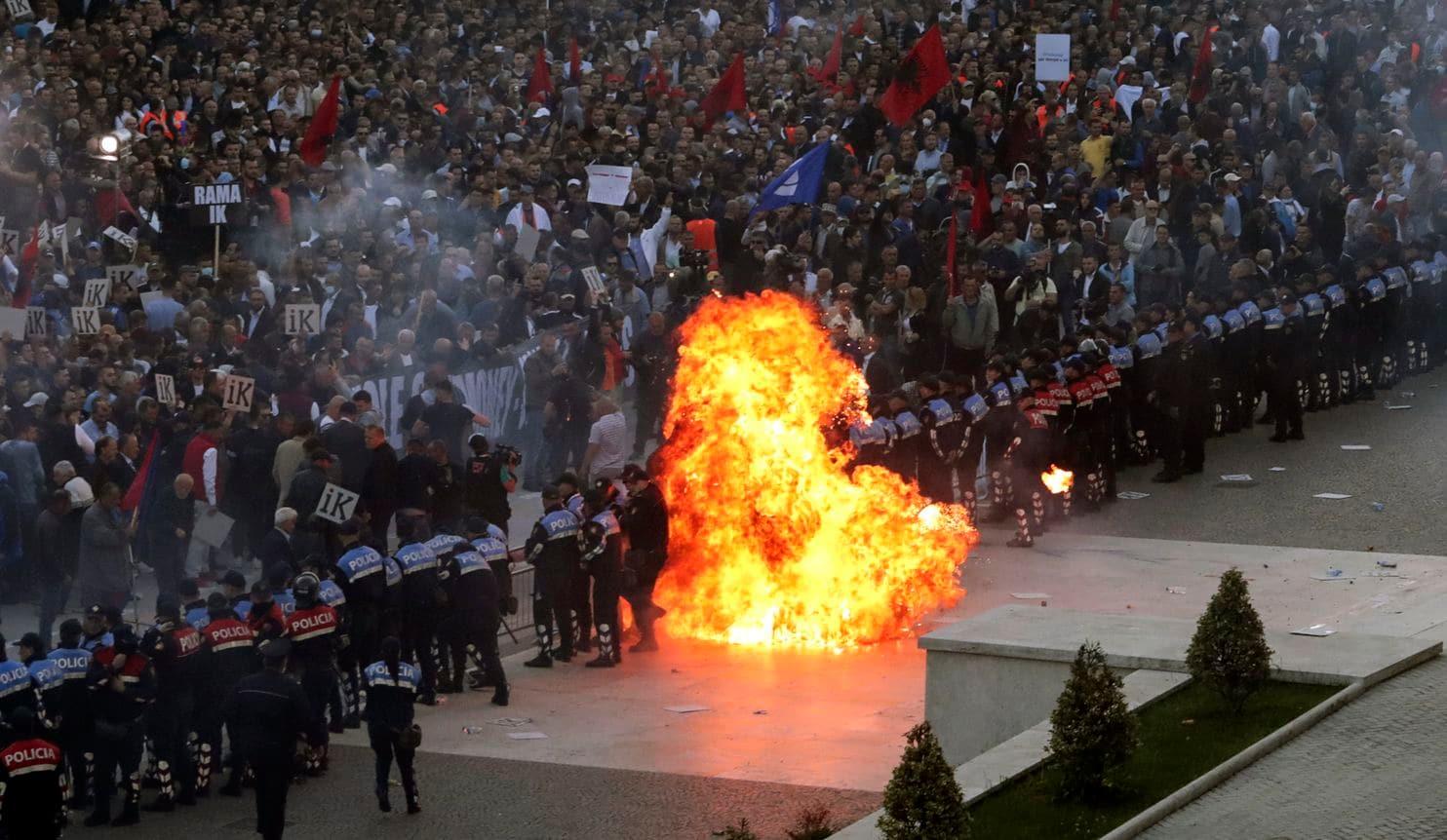 Protesta, porosia e ndërkombëtarëve: Përdorimi i eksplozivëve, i papranueshëm