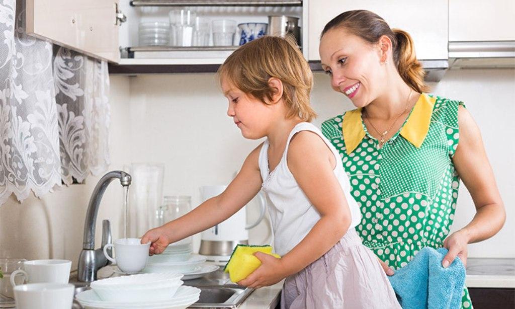 Studimi Fëmijët që sbëjnë punë shtëpie në vegjël