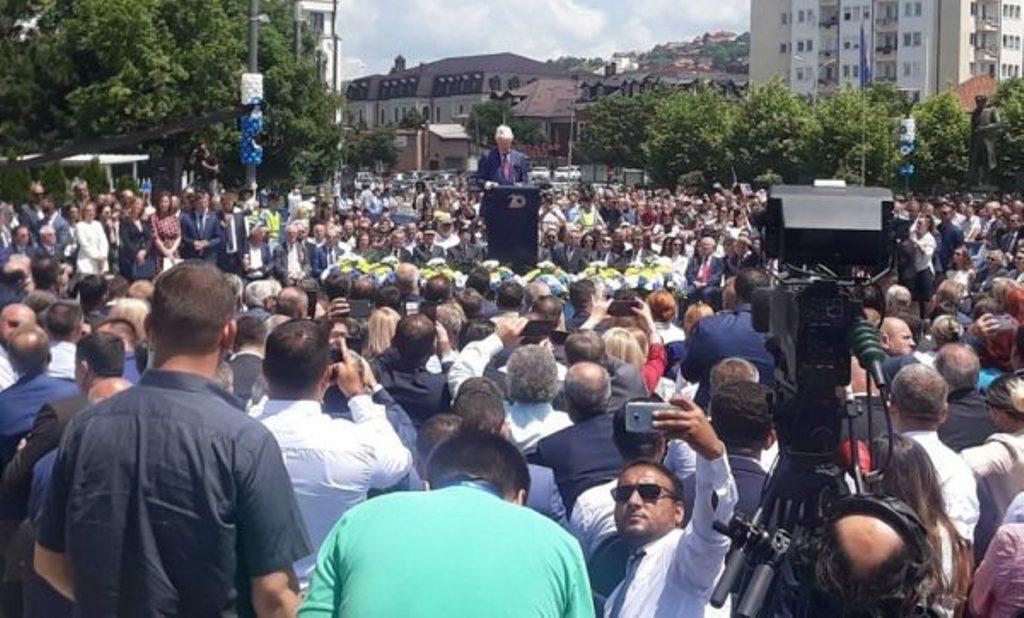 Prishtinë/Clinton: NATO fitoi luftën, ju paqen! Palmer: Tani, koha për pajtim me Serbinë