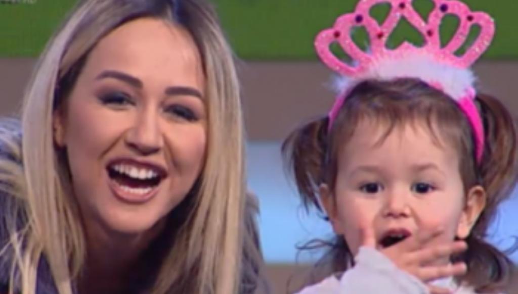 Tiranë-Durrës/ Aksidentohet prezantuesja Dajana Shabani, në makinë edhe vajza e saj 3-vjeçare