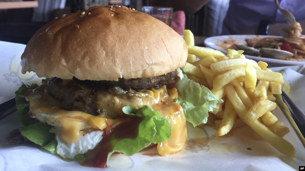 Studimi Ushqimet fast food mund të shkaktojnë sëm