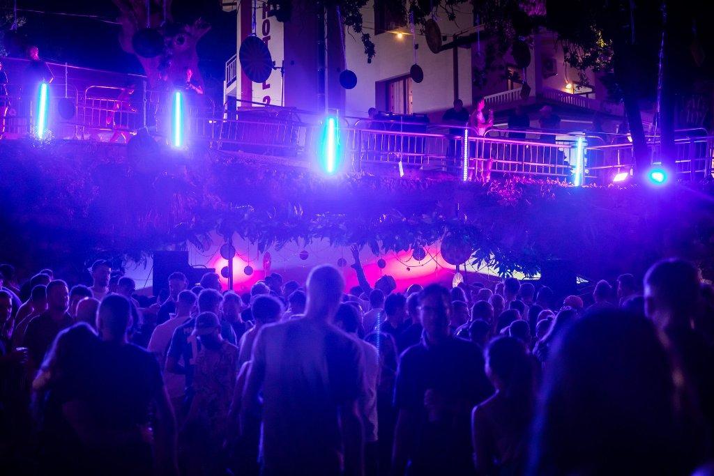 """Jemi në Ibiza apo Dhërmi! """"Kala Festival"""" mbledh mbi 5 mijë të rinj nga e gjithë Europa (Foto)"""