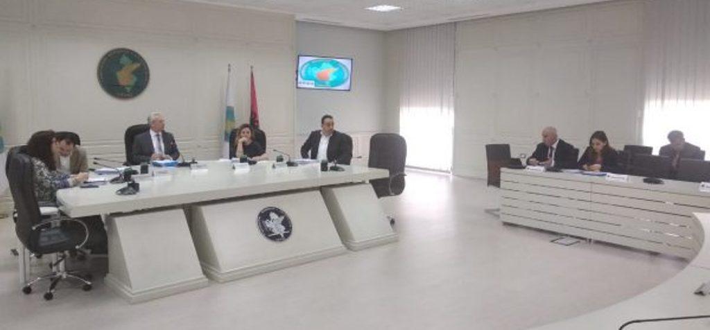 Anëtarët e KQZ-së refuzojnë dekretin e Metës, Zguri braktis mbledhjen: Për mua dekreti i Presidentit, detyrues!