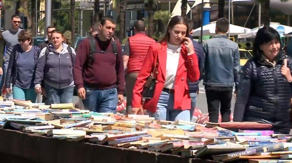 """Biblioteka më """"e bukur"""" e Tiranës ndodhet...në rrugë. Njihuni me 13 libraritë më të bukura në botë! Foto"""